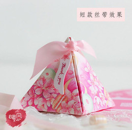 Wholesale Triangle Flower Gift Boxes - 2016 European style purple pink flower color Pearl paper triangle pyramid Wedding box Candy Box gift boxs wedding favour boxes THZ182