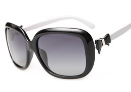 Al por mayor-Mujeres Gafas de sol Mujer Moda polarizada UV400 Gafas de sol Mujeres Google Gafas de sol de alta calidad Arco Negro Blanco Marco de cristal rojo desde fabricantes