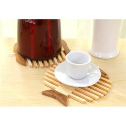Wholesale Hot Pad Placemats - 2Pcs Size 16.5*17.5CM Fish shaped Bamboo Cup Mat Insulation Against Hot Pad Placemats With Lanyard