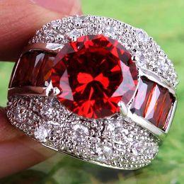 435AR6-7 Rundschnitt Roter Granat Weißer Topas Edelsteine 18 Karat Weißgold Überzogener Ring Größe 7 von Fabrikanten