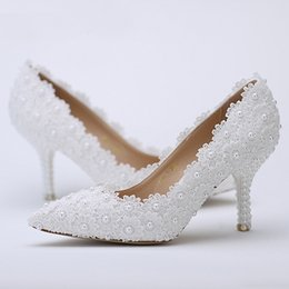 Wholesale Ivory Lace Bridesmaid Shoes - Pointed Toe Wedding Shoes White Lace Flower with Ivory Pearl Heel Fashion Sexy Women Bridal Dress Shoes Cheap Bridesmaid Shoes