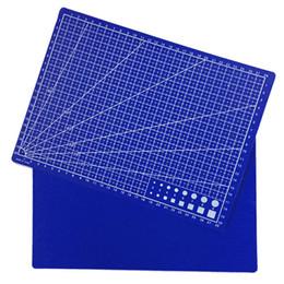 Дизайнерский картон онлайн-30 * 22 см Режущие Коврики A4 Сетка Пластины Дизайн Гравюра Модель Опосредованный Нож Масштаб Cut Картон Школьные Канцтовары