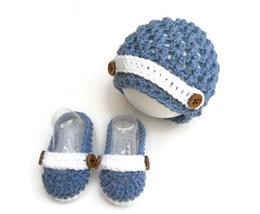 I pattini del cappello del bambino dell'uncinetto hanno impostato online-Set uncinetto neonato Denim Blue Completino neonato bambino uncinetto scarpetta cappello cappello strillone, Neonato neonato, regalo doccia Baby regalo Christm0-12M