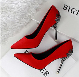 Wholesale Decorated Dresses - Metal Flower Decorated Red High Heel Pumps Wedding Shoes Bridal Shoes Gold And Silver size 34 to 39