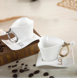 Wholesale Love Couple Cups - Cup for Lovers Wedding Party Gifts Creative Romantic Heart-shaped Ceramic Cup Couple Coffee Cup Saucer Love Confession Wedding Supplies C02