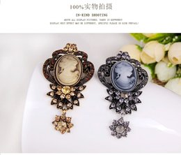 Wholesale Queens Brooches - wish_team Top Grade Retro Beauty Queen Head Brooch Pin Gorgeous Alloy crystal Brooches Women's Cloth Accessories Gift W683