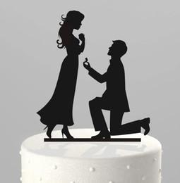 Romantique Creative Wedding Cake Décorations Acrylique Gâteau Topper À Genoux Proposer Le Mariage En Gâteau Top Pas Cher Fournitures De Mariage Décoration De Fête ? partir de fabricateur