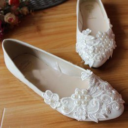Wholesale Custom Bridesmaid Shoes - Elegant Lace Wedding Shoes Pearls Ivory Low Bateau Bridal Shoe Comfortable Girls Party Bridesmaid Flats Custom Made