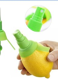 Wholesale Mini Hand Juicer - New Arrival Home Kitchen Lemon Juice Sprayer Fruit Citrus Spray Mini Squeezer Hand Juicer Cooking Tool Supplies