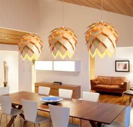 2020 luzes de salão moderno Diy led pinha luzes pingente de madeira artesanal moderno iq puzzles em casa restaurante hanging pine cone madeira hall de jantar luz luzes de salão moderno barato