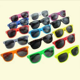 Wholesale cheap black sunglasses - 20PCS-European and American designerswomens and mens most cheap modern beach sunglasses hot sale classic style 17 color