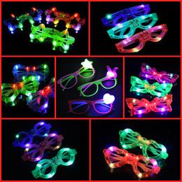 Luz estrella de mariposa online-Mix Styles Heart Five Star Butterfly Christmas LED Light Glasses Persianas Intermitentes Vasos de Forma LED Flash Glasses Dances Party Supplies