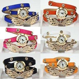 Pulsera de muñeca pulsera online-2015 caliente Nuevos Relojes 2014 correa de cuero de la vendimia del remache del ala pulsera de cristal colgante reloj de pulsera banda de reloj de pulsera de cuarzo relojes analógicos