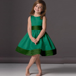 Wholesale Girls Emerald Dresses - 2018 Lovely Emerald Green Flower Girl Dresses Cheap A-Line Knee Length Scoop Neck Satin Sleeveless Children Party Gowns