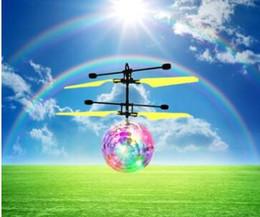 2019 rc mini helicóptero envío gratis Nueva operación fácil Vehículo que vuela RC Flying Ball Infrared Sense Inducción Mini Aviones Luz intermitente Control remoto UFO Juguetes para niños