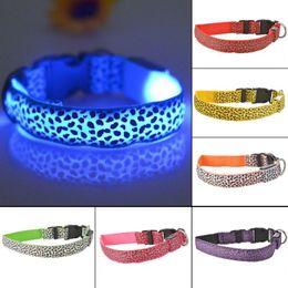 Collare per cani Pet Pet di sicurezza LED in nylon con luce LED lampeggiante in Dark Leopard Series Pet Collar 2.5cm L007 da collare di cane del leopardo grande fornitori