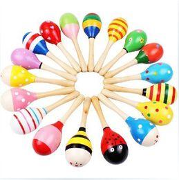 tambores de brinquedo chineses Desconto Bebê Brinquedos De Madeira Chocalhos De Madeira Maraca Bebê Shaker Educacional Do Bebê Partido Musical Ferramentas Chocalho Bola Multicolor Martelo Dos Desenhos Animados melhor presente IC898