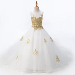 2018 Moda Bianco Con Pizzo Oro Fiore Ragazze Abiti Principessa Designer Per La Cerimonia Nuziale Ragazze Ragazze Tulle Increspato Con Spalline A Buon Mercato da