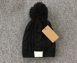 U шляпы онлайн-бренд-дизайнер beanies зима осень вязание трикотажные шапки шляпа для мужчин женщин u стиль теплый с пом-пом