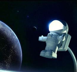 farbwechselladegeräte Rabatt Neuer kreativer Astronautennachtlicht-Parteikarikaturusb-Raumfahrer führte Lampenbeleuchtung für Geschenk-Tropfenverschiffen der tragbaren Stromquelle des Computers weißes