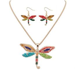 Deutschland NEUE Punk Stil Mode 18KGP / 925 Silber lebensechte Tropfen Rainbowful Dragonfly Form Schmuck Set Legierung Halskette Ohrringe Zubehör für Frauen Versorgung