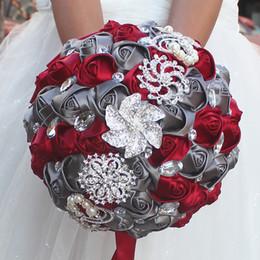 2019 bayas de rosas Jane Vini Hermosa Crystal Rhinestone Ramos de novia artificiales para novia Gris con flores Broche Ramo de rosas hechas a mano con perlas