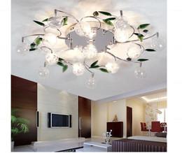 2019 laisser la lumière LED Plafonnier Moderne Feuilles Vertes Cristal Boule De Plafond En Aluminium Plafond Fil De Lampe De Salon Lustre 6/10/15 lumières laisser la lumière pas cher