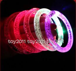 2017 pulseira LED light up flash piscando pulseira de cristal fontes do partido de natal levou pulseira pulseira de presente de Fornecedores de pulseiras piscando