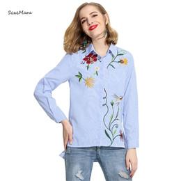 Damen baumwollhemden blusen großhandel online-Großhandels- 2017 Frauenbluse Frühlings- und Sommerlanghülse Baumwollfrauen beiläufiges gestreiftes Stickereifleckenhemd für Damen-Blusen
