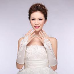 2020 Spitze Hochzeit Handschuhe neue heiße Verkauf Mode weiß, Elfenbein Appliques Perlen Handschuh Brauthandschuh Hochzeit Handschuhe fingerlos von Fabrikanten