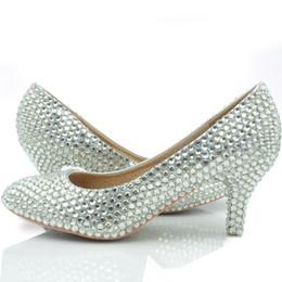 Zapatos de boda cómodas damas de honor online-Zapatos de boda de color plateado con tacón medio Brillo para mujer Zapatos de baile de fiesta cómodos más el tamaño 43 en stock Zapatos de dama de honor
