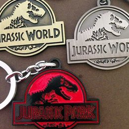 Wholesale Keychain Packaging - Promotion gift Jurassic Park keychain luxury alloy dinosaur key chains key rings badge pendants movie jewelry cardboard packaging 240206