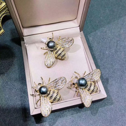 Wholesale Hot Atmosphere - Bee Brooch fashionable atmosphere charming, different high-end atmosphere popular hot money bling suffering topfashion exclusive lasting