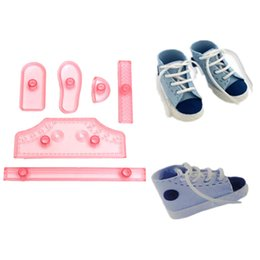 Wholesale Plastic DIY Shoe Design Fondant Mold Life Size Baby High Cut Sneaker Baking Cutter Cake Decorating Tools SET