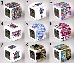 relógios de brilho Desconto 39 Design Crianças Monstro Alta Relógio 2015 new lovely LED padrão dos desenhos animados Monster High Night Colorido Brilhante brinquedos B001