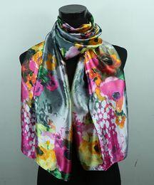 Seda gris online-1 unids blanco Gypsophila rosa fuerte rosa flor gris oscuro moda satén pintura al óleo largo abrigo chal playa bufanda de seda 160x50 cm