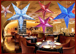 Weihnachten papier sterne online-Bunte glänzende handwerk Papier Stern hohlen lampenschirm laternen Sternform Party Dekoration Für Weihnachtshochzeitsfest Lampenschirm Dekoration