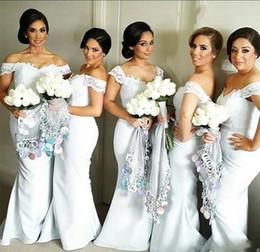 Vestidos de dama de honra de renda on-line-2019 branco marfim vestidos de dama de honra para o casamento fora do ombro rendas e vestidos de dama de honra de cetim barato plus size formal vestidos de noiva