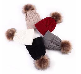 Cappello del bordo online-Berretti da donna Berretti invernali Mantenere caldo Cappelli Maglia di lana Palla di pelliccia Pom Poms Cappello da donna Skullies Cappellino femmina Cappellini Accessori