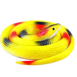 Brinquedos de cobra de borracha on-line-Nova Novidade De Borracha Pequenas Serpentes Brinquedos Do Truque Irradiação Simulação Presente Cobra Truque Enganado Engraçado Paródia Brinquedos Simulação Brinquedo Macio Assustador Para O Partido