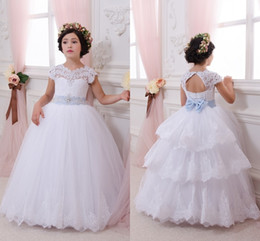 Canada 2017 Blanc Balle Robes Fleur Filles Robes Sheer Crew Neck Cap Manches Princesse Première Communion Backless Tiered Jupes Robes de Fête cheap girls white tiered skirt Offre