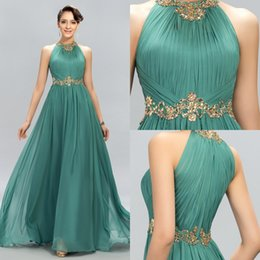 Abiti modesti economici per le donne online-2019 New Green Prom Dresses Halter Crystal Beads Ruffles A Line Long Modest Formal Evening Party Pageant Woman Gowns Cheap Custom Made