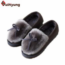 Suihyung Kadınlar Kış Termal Kapalı Ayakkabı Su Geçirmez platformu Pamuk-yastıklı Ayakkabı Kadın Sahte Kürk Ev Yatak Odası Kat Terlik nereden