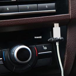 Yeni Gelmesi 8 adet / grup Çok Fonksiyonlu Yapıştırıcı Araç Şarj Hattı Kapat Kelepçe Kulaklık USB Kablosu Araba Klip İç Aksesuar nereden futbol bilezikleri tedarikçiler