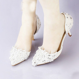 Wholesale Cheap Bridal Shoes Crystals - Cheap Pointed Toe Wedding Shoe Comfortable Middle Heel Bridal Wedding Party Shoes Handmade Crystal Pregnant Shoes White Satin