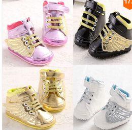 2016 новый мальчик девочка спортивная обувь первые ходунки дети детская обувь золото крыло кроссовки Sapatos Infantil Bebe мягкая подошва Prewalker 6pair от