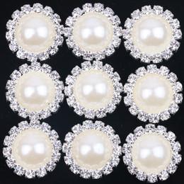 Yeni Beyaz 18mm Düz Geri Kristal Inci Düğmeler Metal Rhinestone Kristal Gevşek Elmas Gümüş Flowewr Düğmeler Takı DIYl nereden