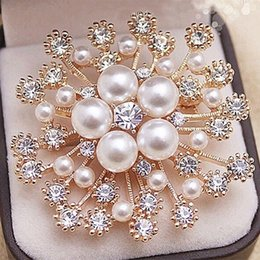 Wholesale Anniversary Specials - Top Quality Sparkly Clear CZ Zircon Crystal Rhinestone And Pearl Floral Gold Tone Wedding Bridal Brooch Special Gift Collar Pins For Girls