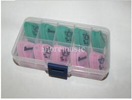 100 шт гитара выбирает подпись розовый и зеленый свободный случай от