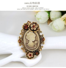 Wholesale Pearl Cameo Brooch - Fashion Antique Gold Silver Vintage Brooch Pins Female Brand Jewelry Queen Cameo Brooches Rhinestone For Women Christmas Gift W682